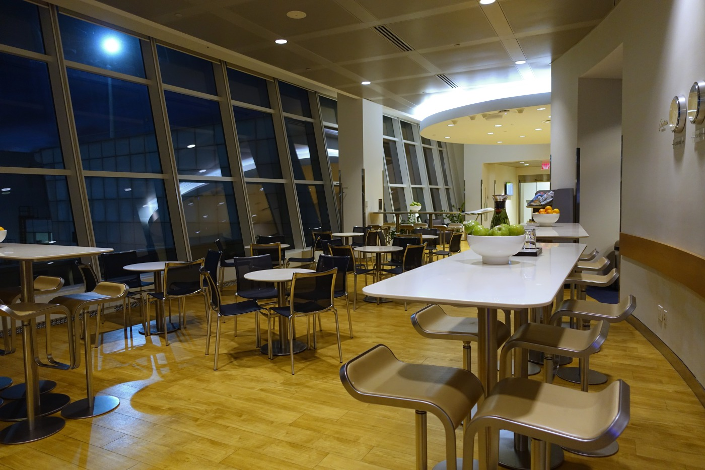 Review: Lufthansa Business Lounge, JFK