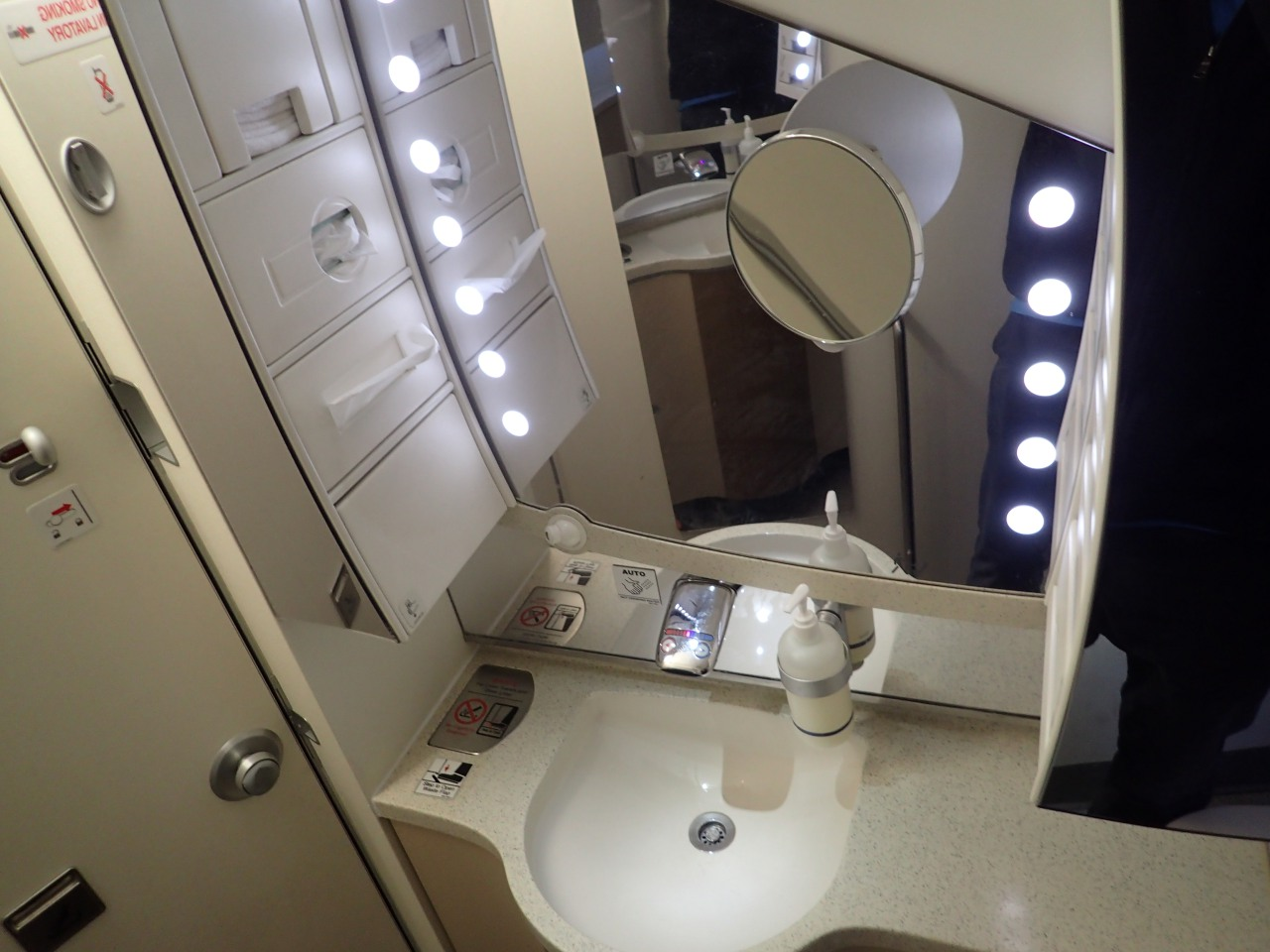 Singapore A380 Business Class Bathroom