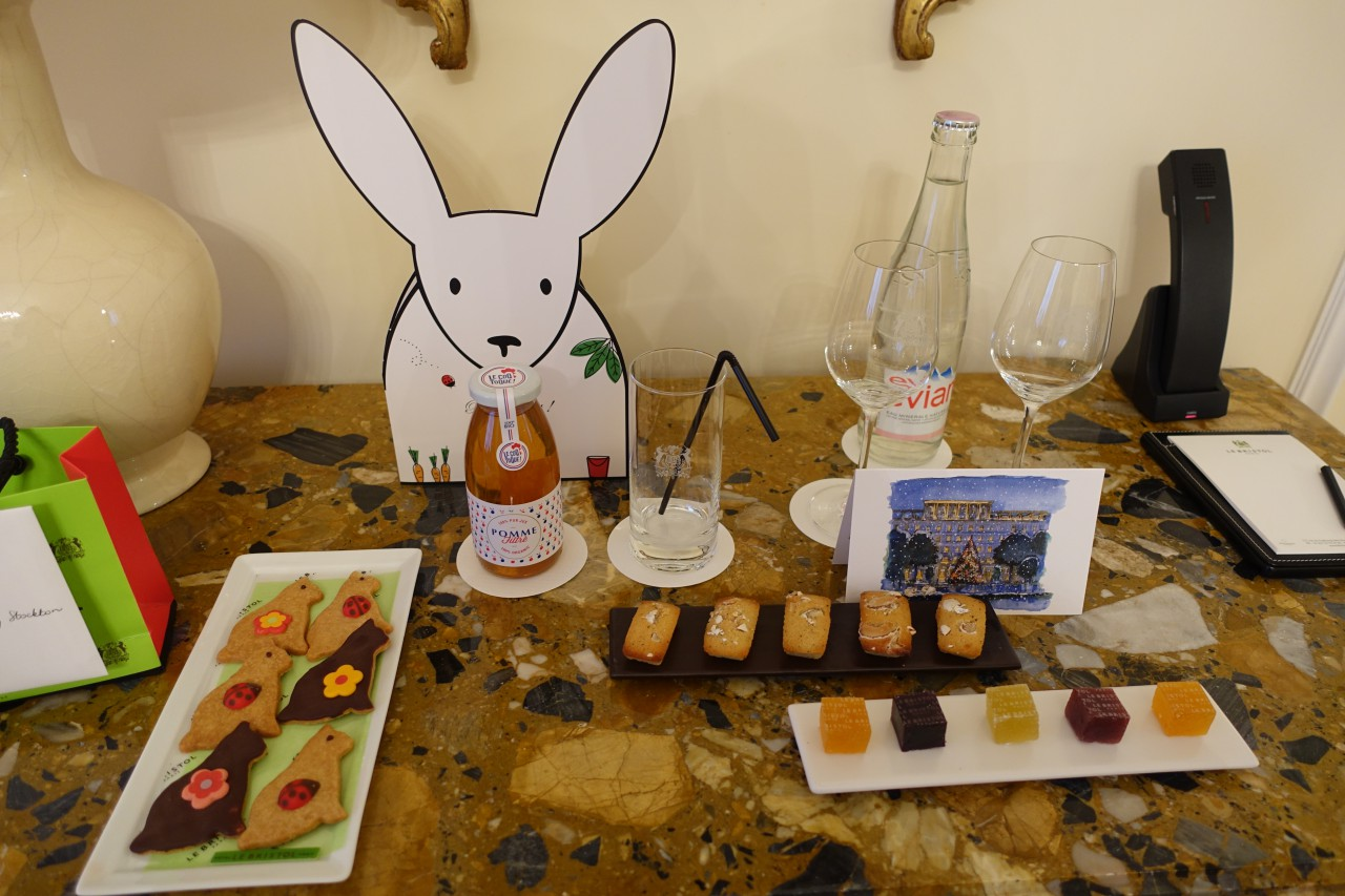 Welcome Amenities, Le Bristol Paris Review