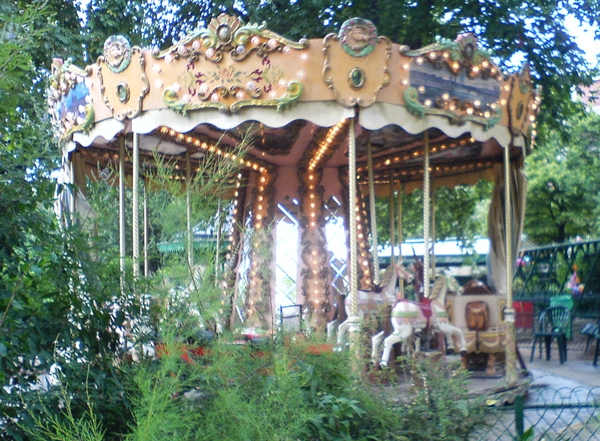 Carousel, Champ de Mars Park, Paris with Kids
