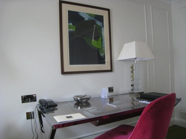 Work Desk, Deluxe Room, Le Burgundy Hotel Paris