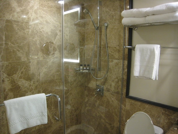 The Royal Hawaiian Hotel Review-Royal Ocean Junior Suite bathroom