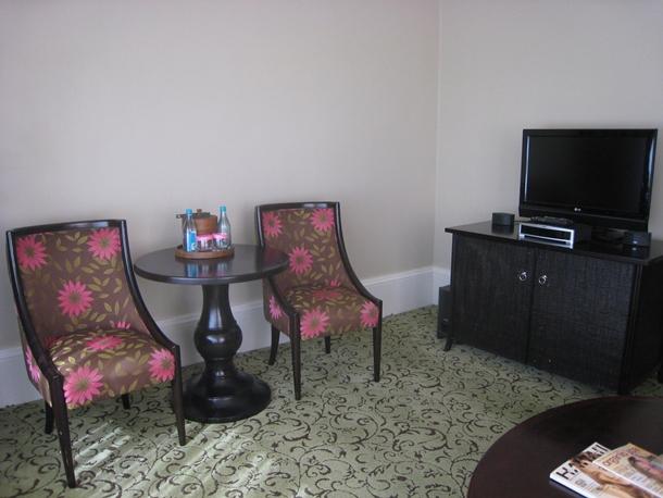 The Royal Hawaiian Hotel Review-Royal Ocean Junior Suite living area
