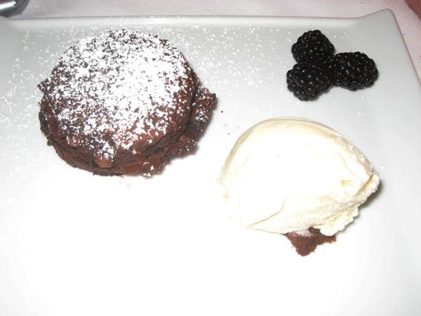 Le Bistro Honolulu Restaurant Review-Chocolate Cake