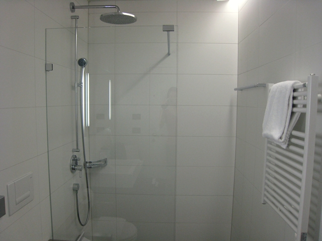 Swiss Arrivals Lounge in Zurich Airport-Shower