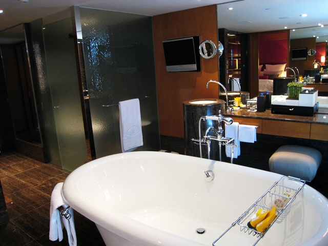 Mandarin Oriental Hong Kong Review