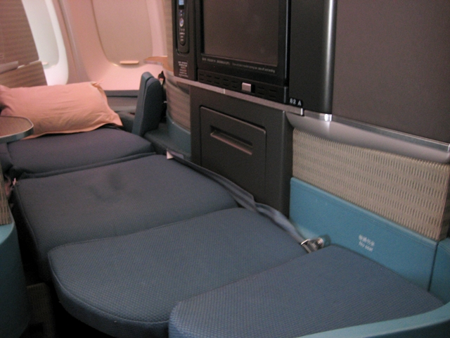 Cathay Pacific Business Class Review 747-400 Flat Bed Seat