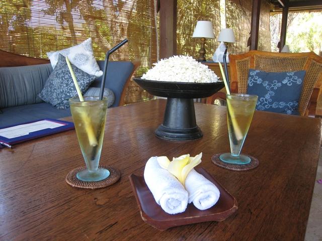Four Seasons Bali at Jimbaran Bay Review - welcome drinks