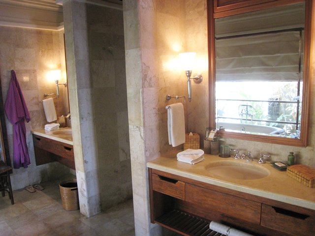 Four Seasons Bali Jimbaran Bay Review - Dual Vanities