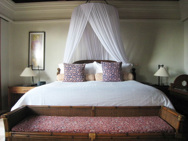 Four Seasons Bali at Jimbaran Bay Review - Villa King bed