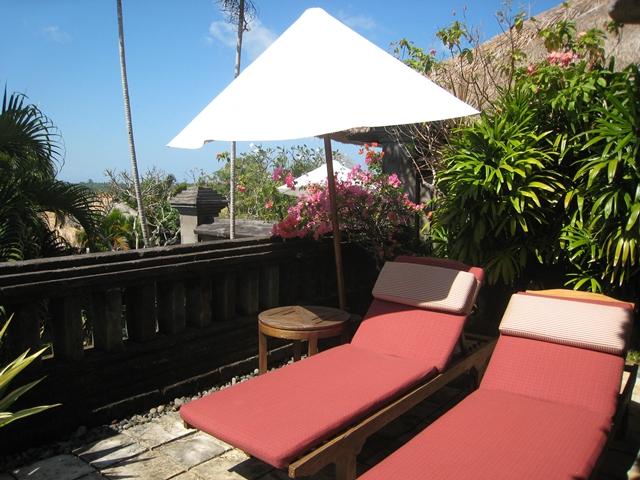 Four Seasons Bali Jimbaran Bay Review - Villa lounge chairs