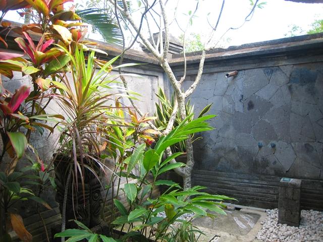 Four Seasons Bali at Jimbaran Bay Review - Outdoor shower
