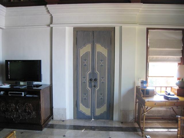 Four Seasons Bali Jimbaran Bay Villa TV and Desk