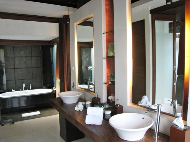 The Kayana Bali Hotel Review - Bathroom