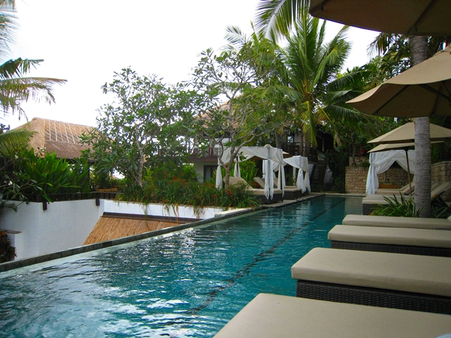 Batu Karang Review - lap pool