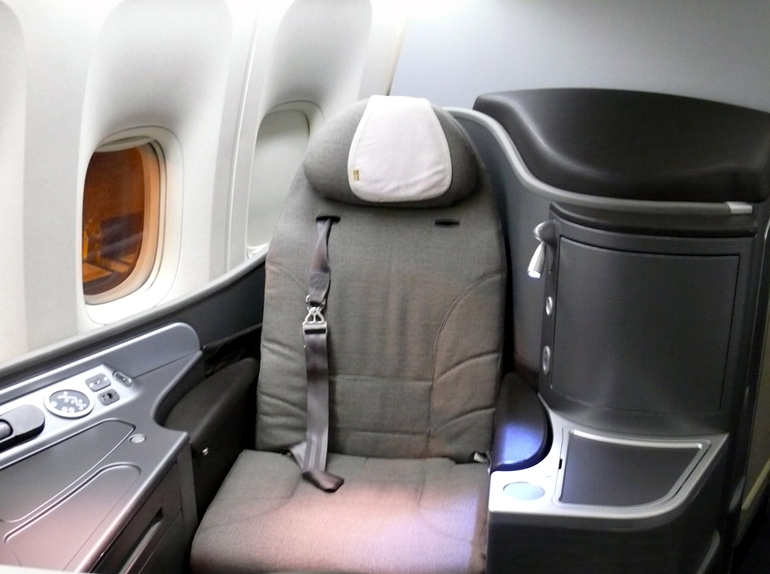 United Airlines First Class 767 Flat Bed Seats to Hawa...
