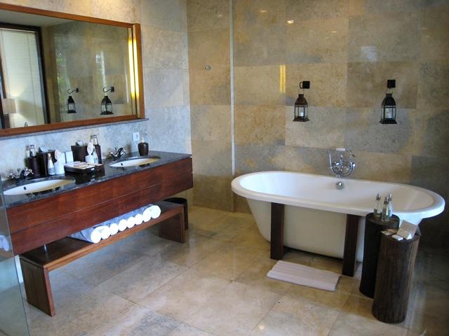 Komaneka at Bisma Hotel Review - Bathroom