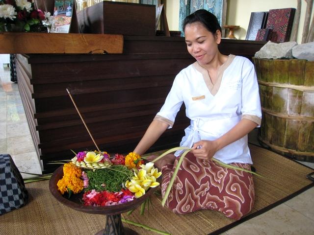 Komaneka at Bisma Hotel Review - Balinese offering making