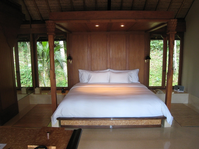 Amankila Ocean Suite Review - King Bed
