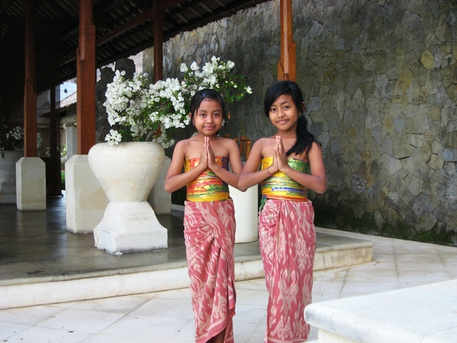 Amankila Review - Balinese Dancers