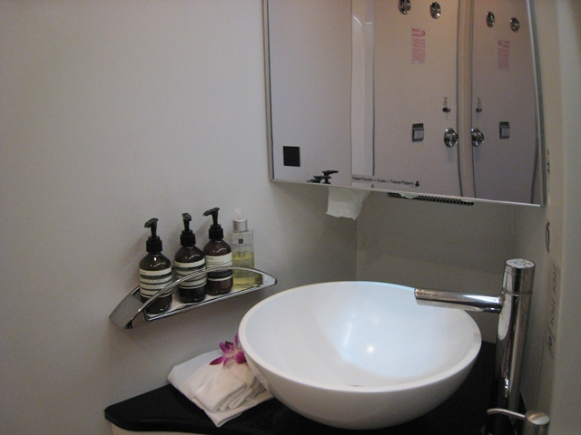 Cathay Pacific First Class Bali to Hong Kong Review - First Class Bathroom