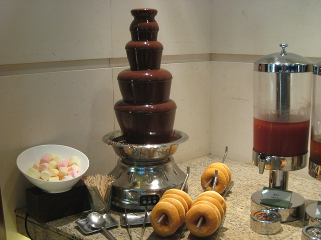 Langham Place Mongkok Review - Chocolate Fountain and Doughnuts