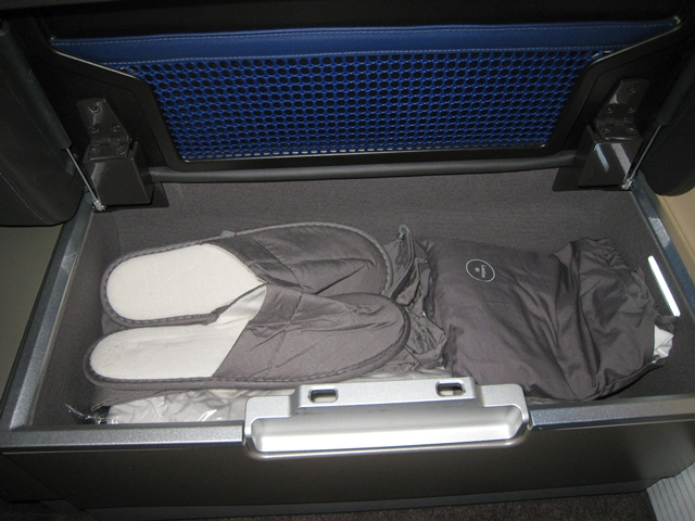 Lufthansa New First Class Review, Ottoman storage