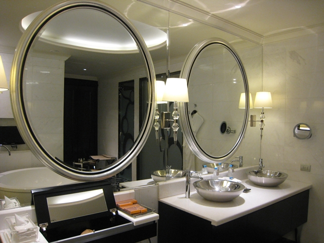 Lotte Hotel Moscow Review - Atrium Room Bathroom Mirrors