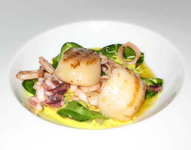 Les Menus par Pierre Gagnaire Review, Lotte Moscow - Scallops and Calamari with Gorgonzola Curry Sauce