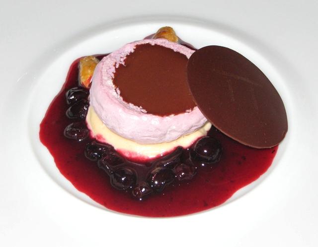 Les Menus par Pierre Gagnaire Review - Lotte Moscow - Black Currant Chocolate Dessert