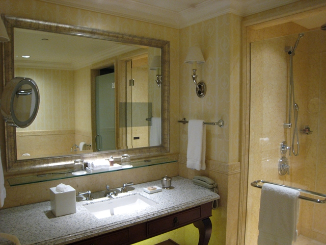 Four Seasons St. Petersburg - Deluxe Room Bathroom