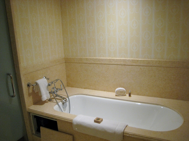 Four Seasons St. Petersburg - Deluxe Room Soaking Tub