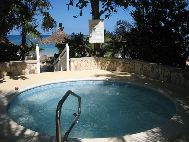 Couples Sans Souci Jamaica All Inclusive - Outdoor Jacuzzi