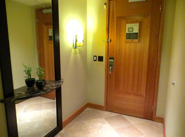 Review-Grand Hyatt Seattle Corner Suite Entrance Foyer