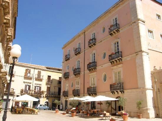 Seductive sicily mafia b bs granita amazing ruins and a for Hotel roma siracusa