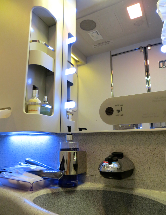 Review-Qatar Business Class NYC JFK to Doha - Bathroom