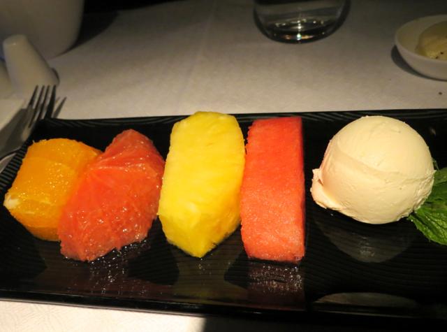 Review-Qatar Business Class NYC JFK to DOha - Fresh Fruit and Cream