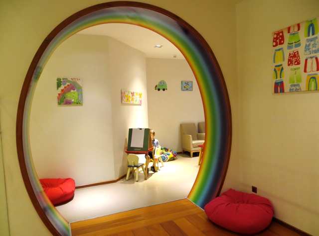 Review-Qatar Business Class Lounge in Doha - Nursery Kids Playroom