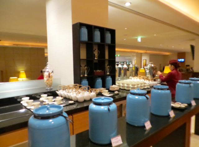 Review-Qatar Business Class Lounge in Doha - Tea Station