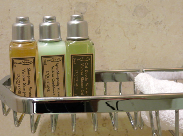 Review-Qatar Business Class Lounge in Doha - L'Occitane Bath Amenities
