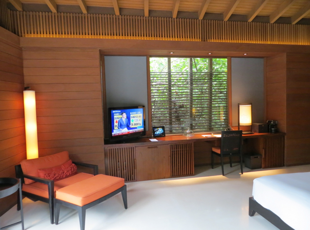 Park Hyatt Maldives Review - Flat Screen TV and Desk