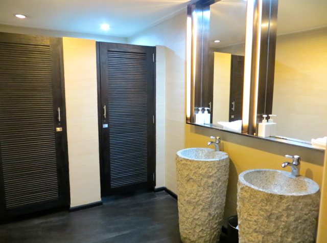 Male: Plaza Premium Lounge Review - Women's Bathroom