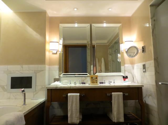 Corinthia Hotel London Review - Executive Room Bathroom