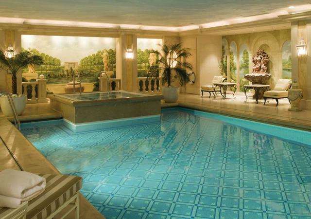 Four seasons paris review for Paris hotel swimming pool