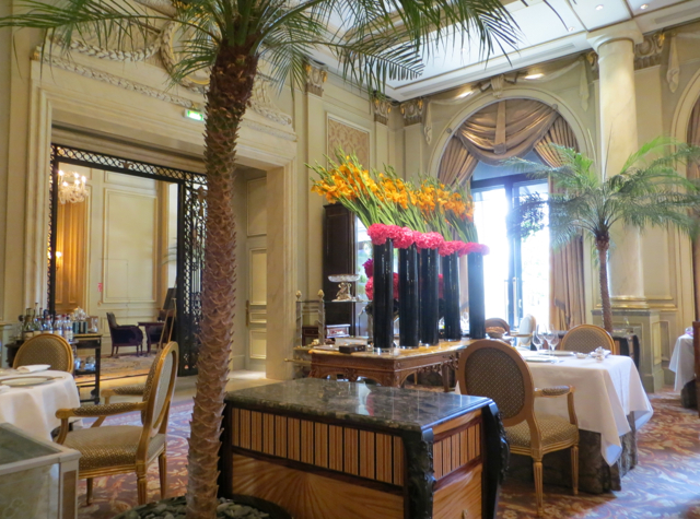 Le Cinq at Four Seasons Paris Restaurant Review - Jeff Leatham Flowers and Dining Room