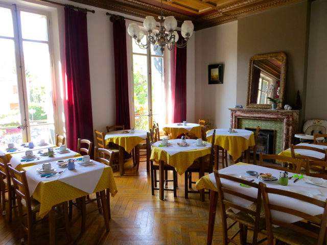 La Grande Eperviere Barcelonnette Hotel Review - Breakfast Room