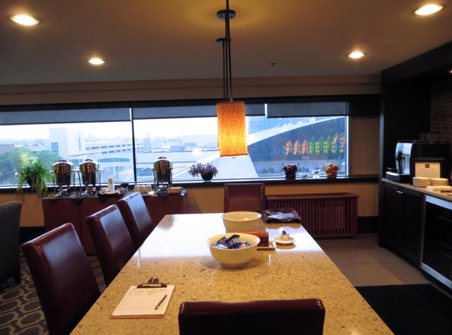 Club Lounge Communal Table Sheraton At The Falls