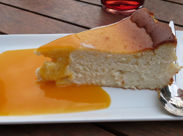 Vinoneo Bistro Marseille Restaurant Review - Cheesecake with Apricot Sauce