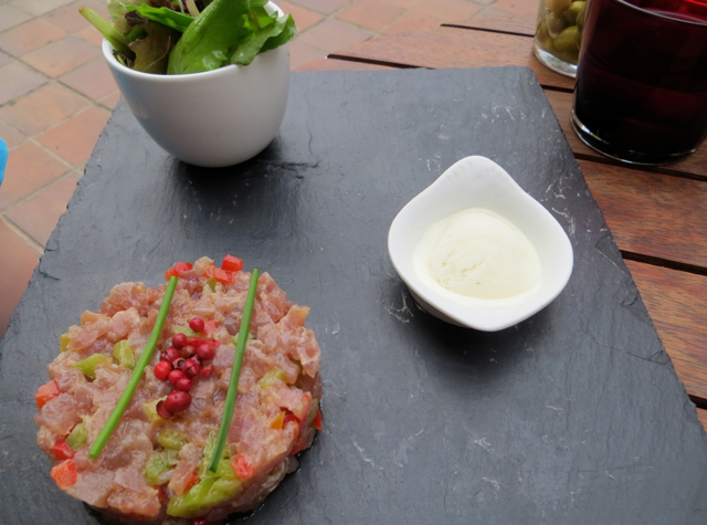 Vinoneo Bistro Marseille Restaurant Review - Tuna Tartare with Wasabi Cream