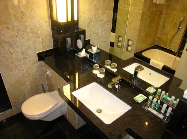 Westin Grand Frankfurt Hotel Review - Bathroom